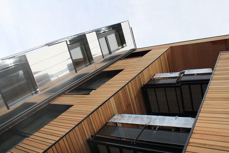 pegase facade avant bardage bois et cassette inox Architecte Bureau Impact Pierre Coppe